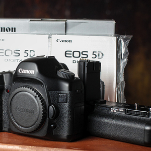 brand new canon 5d  mark iii buy 2 get 1 free